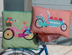 Coussin brodé Balade à vélo