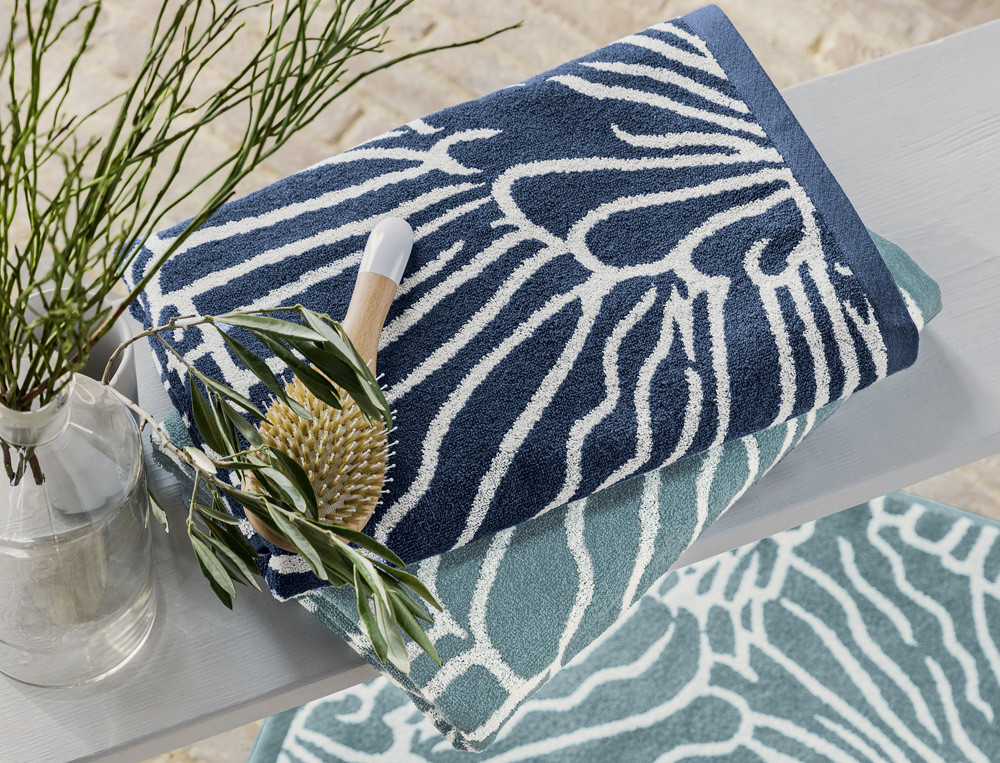 Badtextilien Naturfarben blau türkis florales Motiv