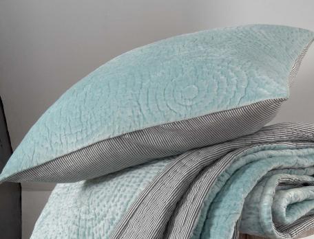 boutis velours et tiss teint atout charme linvosges. Black Bedroom Furniture Sets. Home Design Ideas