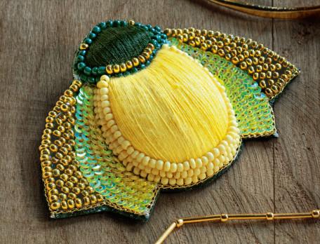 Broche scarabée brodée de fils et de perles Habit de lumière