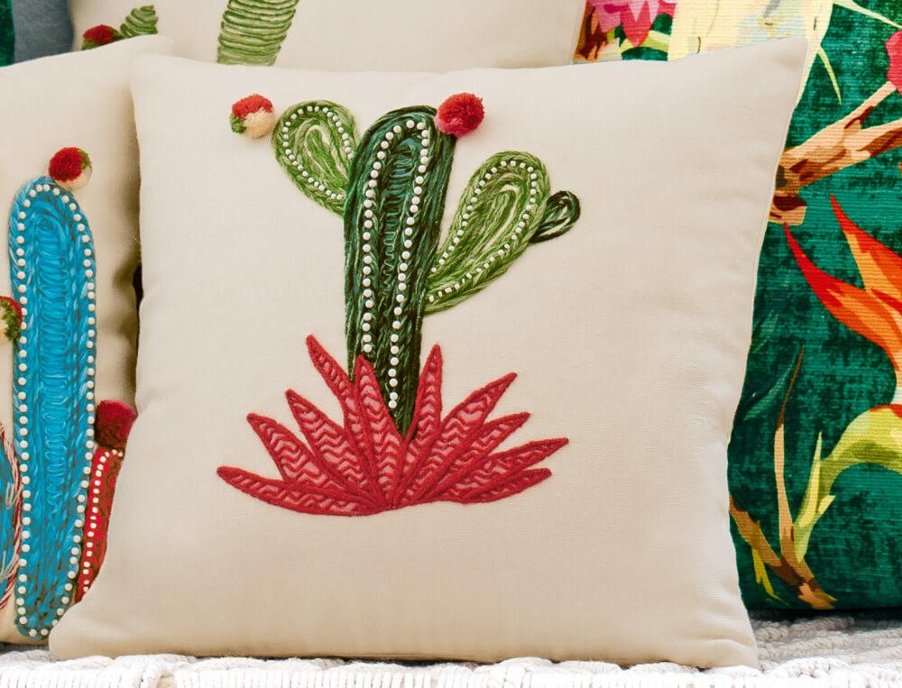 Coussin carré brodé cactus 100% coton Destination tropicale
