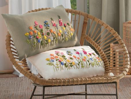Coussins brodés fleurs en lin et coton Un brin de folie