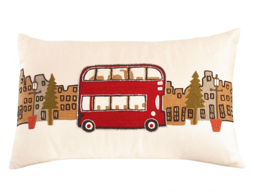 Coussin brodé modèle bus anglais Noël à Londres