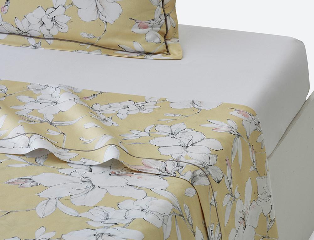 Drap satin imprimé jaune Fleurs de vanille