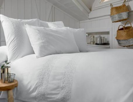Housse de couette percale lavée blanche brodée Rêves blancs