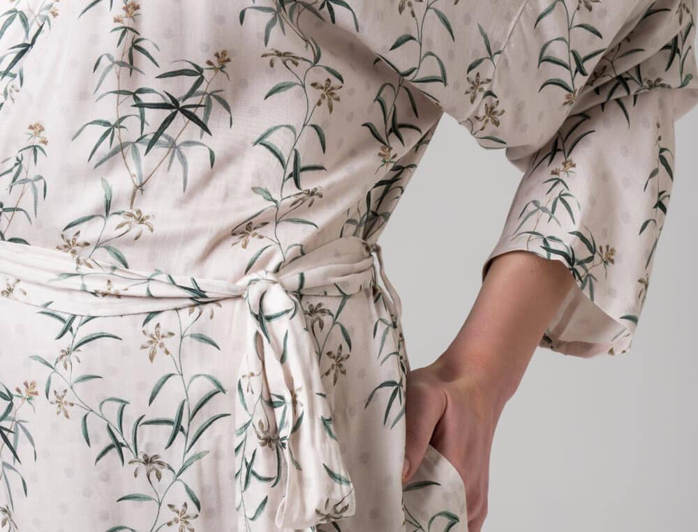 Kimono Blumenschmuck Blumenmotiv Linvosges