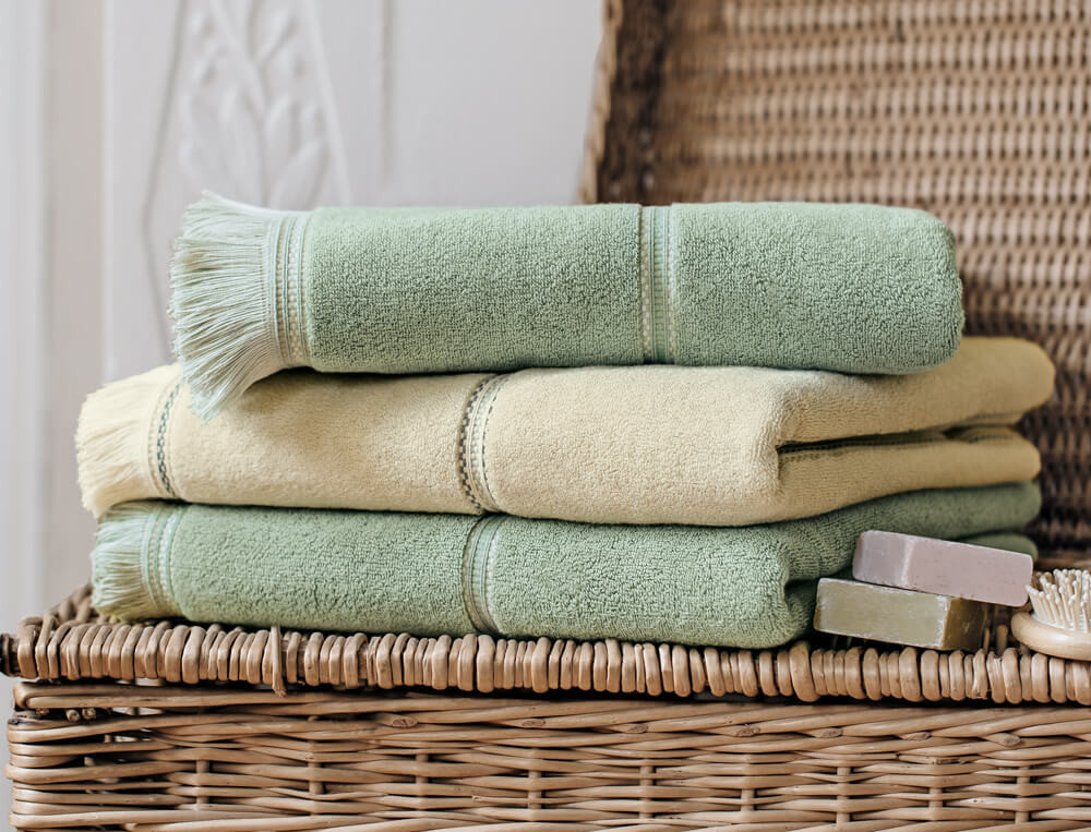 Linge de bain uni beige ou vert amande 100% coton 550g/m2 Hendaye