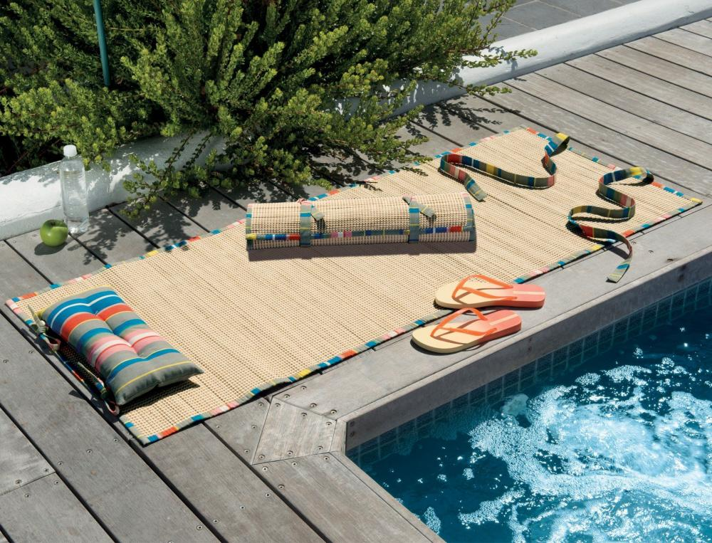 Matelas de plage en mousse simple mousse pour remplir for Piscine decathlon pliable