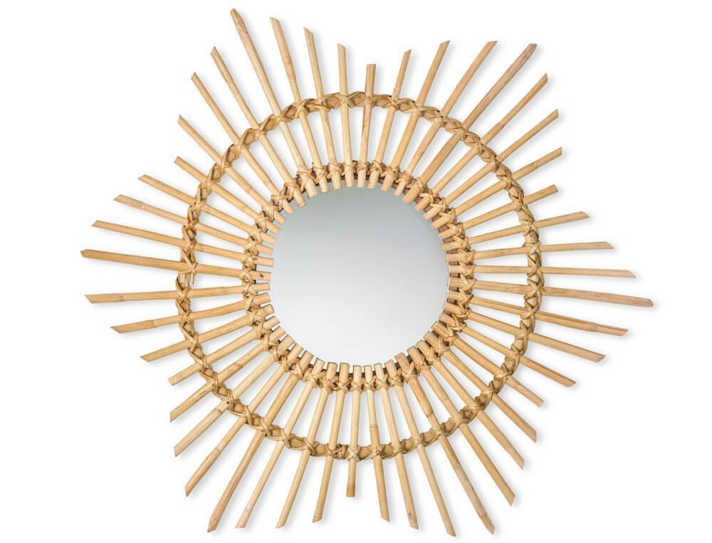 Un miroir rotin en forme de soleil très tendance et à accrocher dans la chambre, dans une entrée ou un salon.