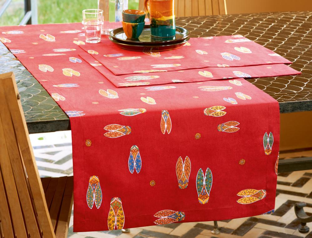 Chemin et serviettes de table imprimés Couleur de cigales