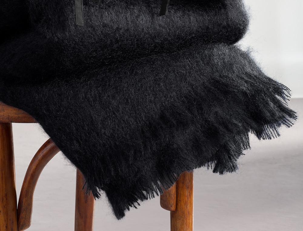 Plaid noir mohair finition franges Caravansérail