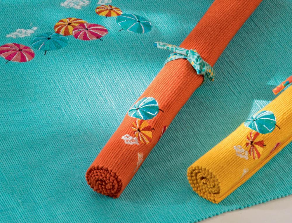 2 sets de table unis et brodés Sous les parasols