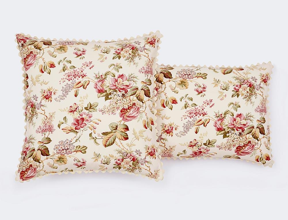 Taie d'oreiller percale réversible imprimé fleuri et uni rose finition croquet Mise en fleurs