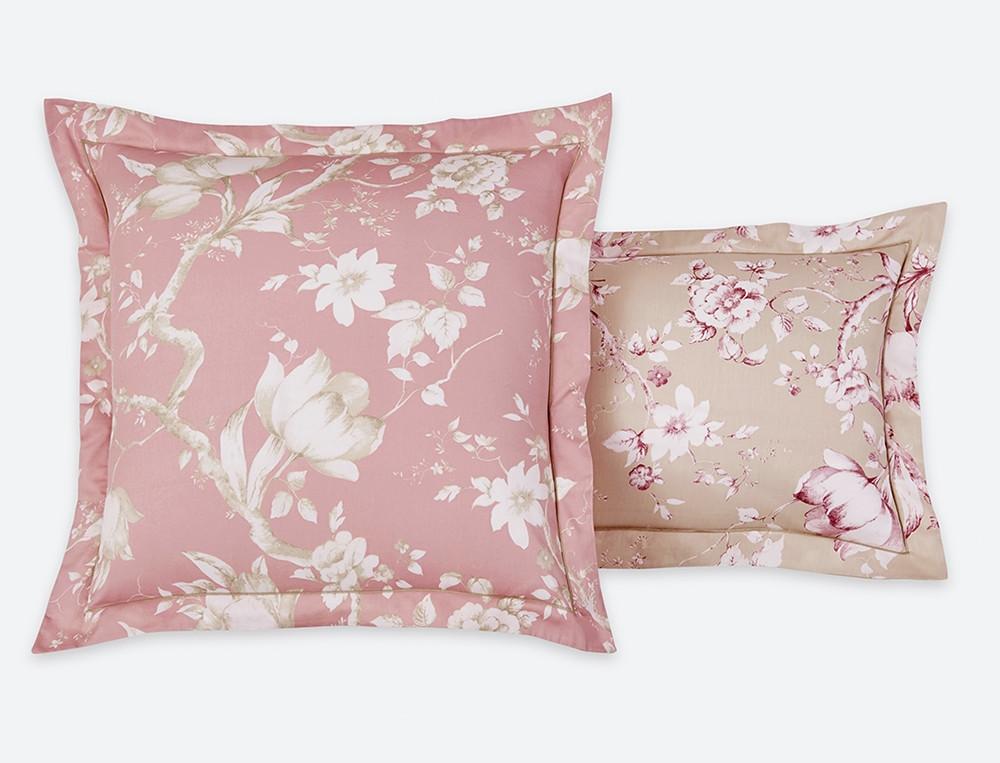 Taie d'oreiller satin imprimé fleuri fond rose ou sable bourdon sable Savanah