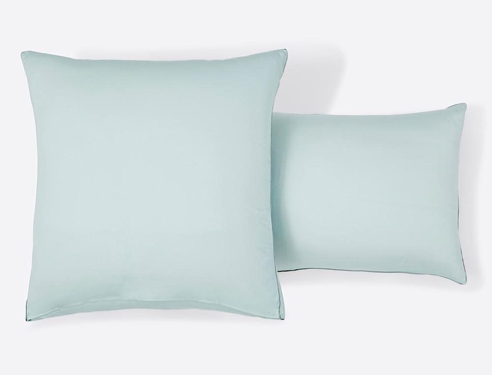 Taie d'oreiller satin reversible imprimé végétal unie bleu gris passepoil Vallée des eaux claires