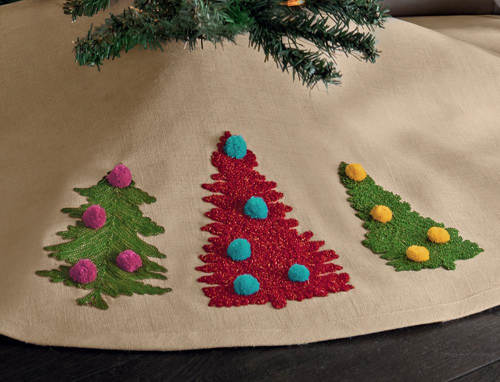 Tour de sapin brodé de sapins avec pompons Esprit de Noël
