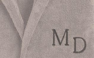 Monogrammes brodés à l'ancienne : style Garance